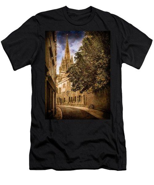 Oxford, England - Oriel Street Men's T-Shirt (Athletic Fit)