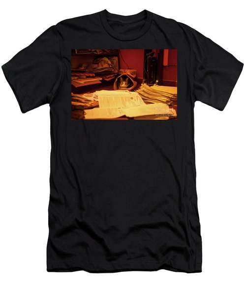 Parcel Cat Men's T-Shirt (Athletic Fit)