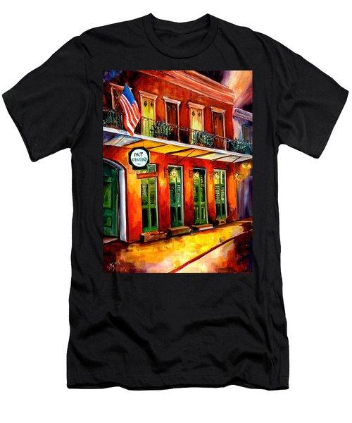 Pat O Briens Bar Men's T-Shirt (Athletic Fit)