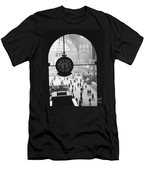 Penn Station Clock Men's T-Shirt (Athletic Fit)