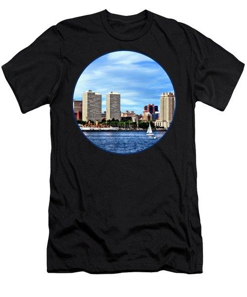 Philadelphia Pa Skyline Men's T-Shirt (Athletic Fit)
