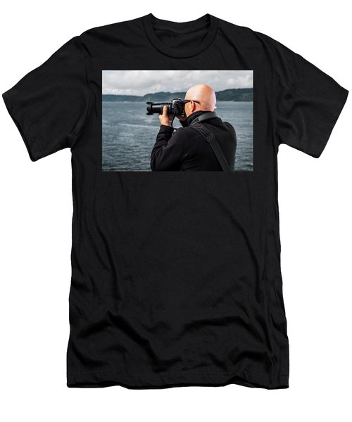 Photographer At Work Men's T-Shirt (Athletic Fit)