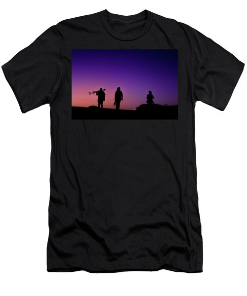 Photographers At Sunset Men's T-Shirt (Slim Fit)