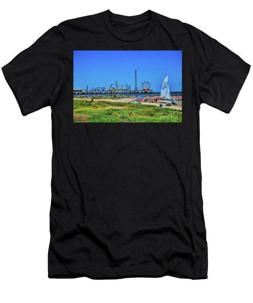 Pleasure Pier Sunny Day Men's T-Shirt (Athletic Fit)