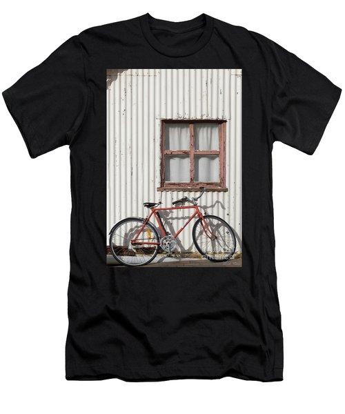 Postie Bike Men's T-Shirt (Athletic Fit)