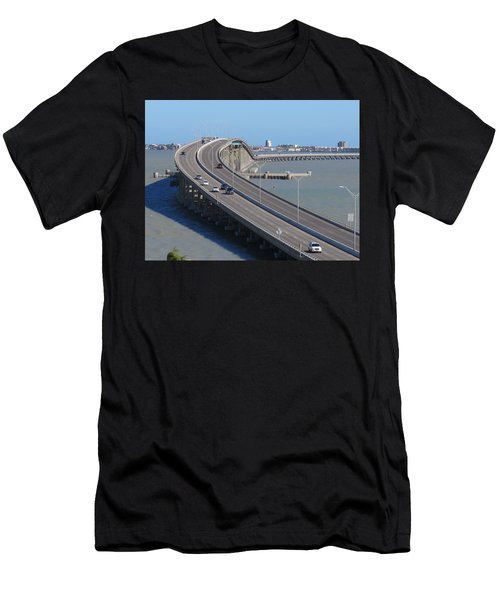 Queen Isabella Causeway Men's T-Shirt (Athletic Fit)