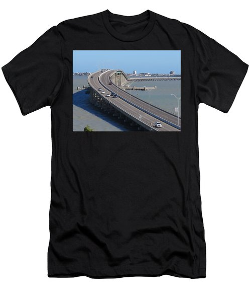 Queen Isabella Causeway Men's T-Shirt (Athletic Fit)