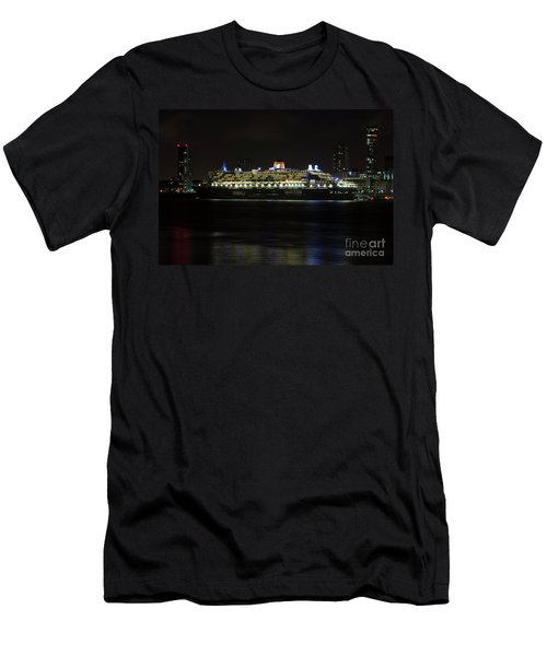 Queen Mary 2 At Night In Liverpool Men's T-Shirt (Athletic Fit)