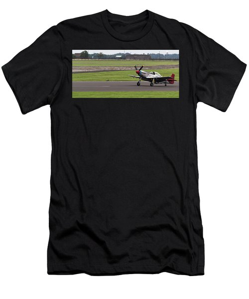 Raf Scampton 2017 - P-51 Mustang Landing Men's T-Shirt (Athletic Fit)