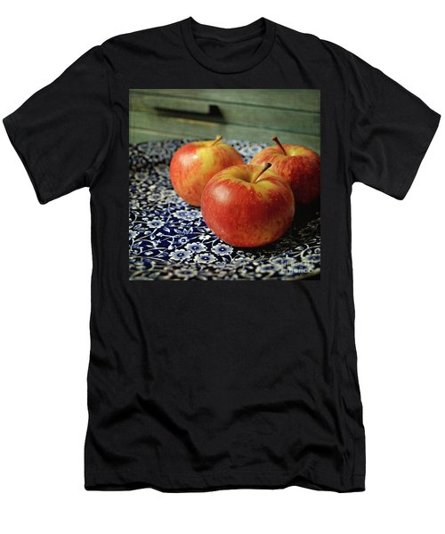 Red Apples Men's T-Shirt (Athletic Fit)