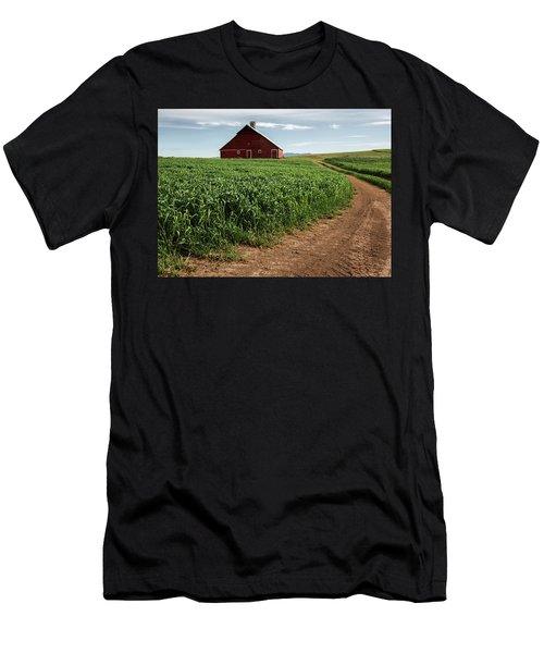 Red Barn In Green Field Men's T-Shirt (Athletic Fit)