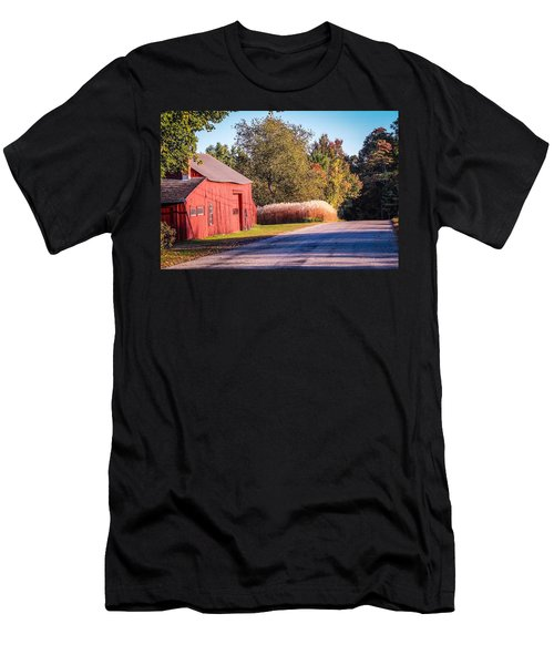 Red Barn In The Country Men's T-Shirt (Athletic Fit)