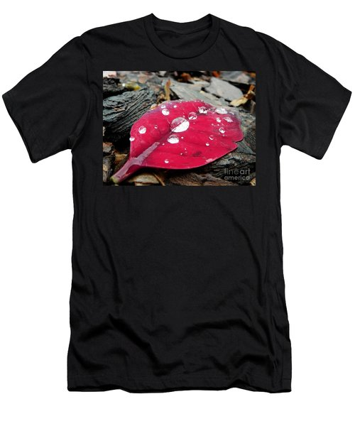 Red Fall Leaf Men's T-Shirt (Athletic Fit)