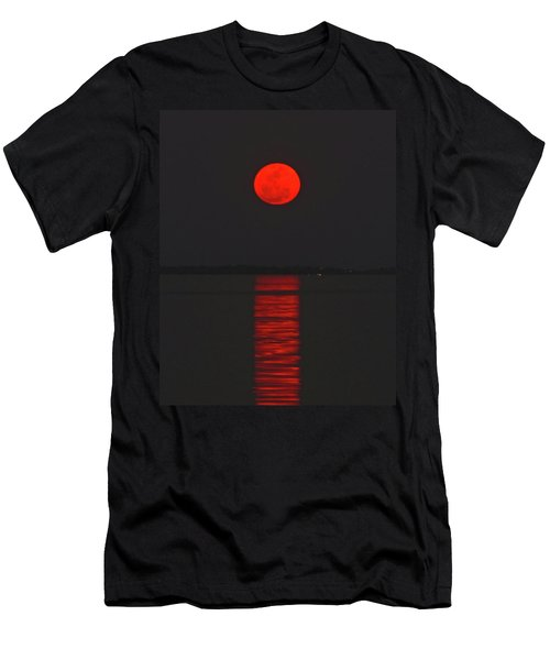 Red Moon Rising  Men's T-Shirt (Athletic Fit)