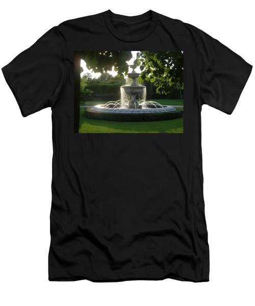 Regents Park Fountain Men's T-Shirt (Athletic Fit)