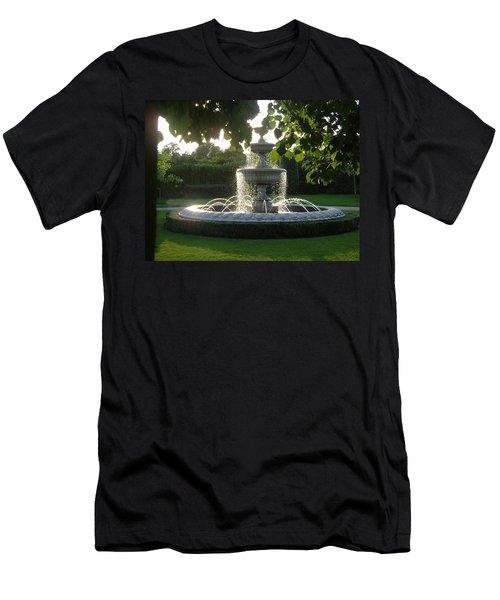 Regents Park Fountain Men's T-Shirt (Athletic Fit)