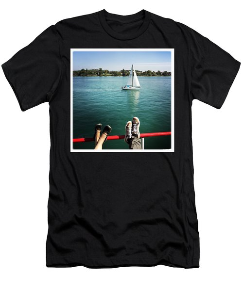 Relaxing Summer Boat Trip Men's T-Shirt (Athletic Fit)