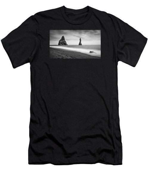 Reynisfjara  Men's T-Shirt (Athletic Fit)