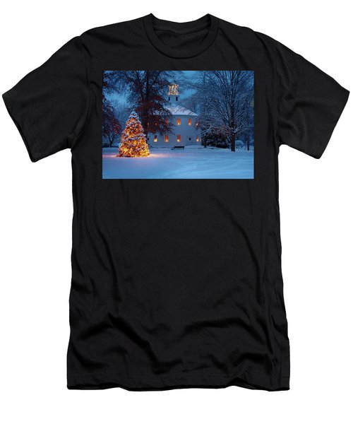 Richmond Vermont Round Church At Christmas Men's T-Shirt (Athletic Fit)