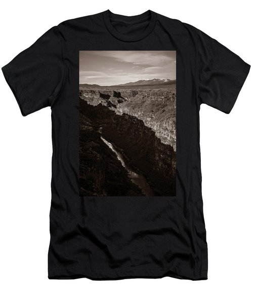 Rio Grande River Taos Men's T-Shirt (Athletic Fit)