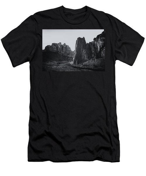 River And Rock Bw Men's T-Shirt (Athletic Fit)