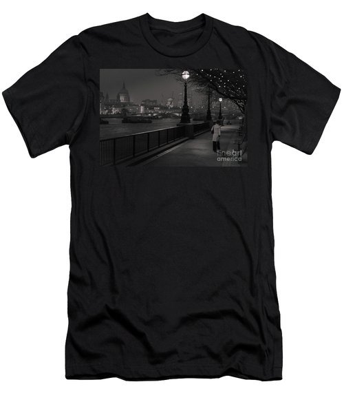 River Thames Embankment, London Men's T-Shirt (Athletic Fit)