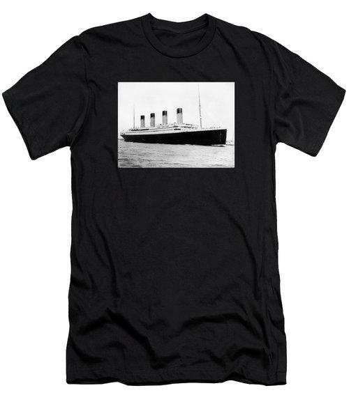 Rms Titanic Men's T-Shirt (Athletic Fit)