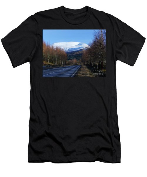 The Road To Aonach Mor  Men's T-Shirt (Athletic Fit)