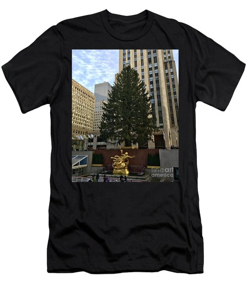 Rockefeller Center Christmas Tree Men's T-Shirt (Athletic Fit)