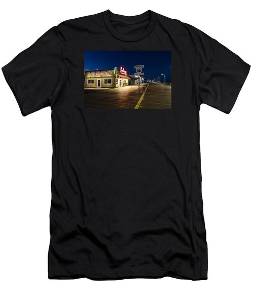 Route 66 Pier Burger Men's T-Shirt (Athletic Fit)