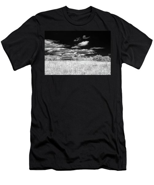 S C Upstate Barn Bw Men's T-Shirt (Athletic Fit)