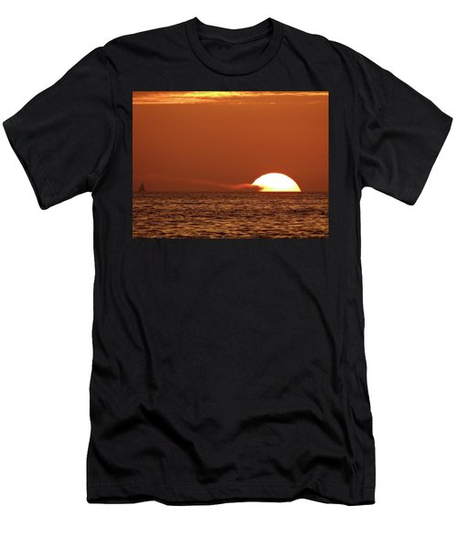 Sailing In The Sunset Men's T-Shirt (Athletic Fit)