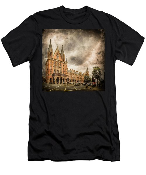London, England - Saint Pancras Station Men's T-Shirt (Athletic Fit)