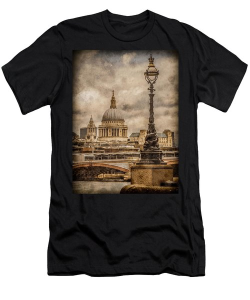 London, England - Saint Paul's Men's T-Shirt (Athletic Fit)