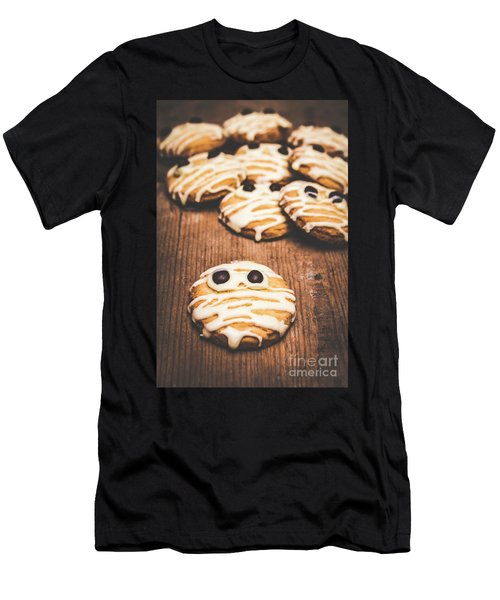 Scared Baking Mummy Biscuit Men's T-Shirt (Athletic Fit)