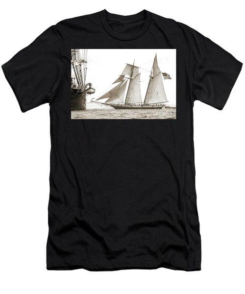 Schooner Lynx Full Sail Men's T-Shirt (Athletic Fit)