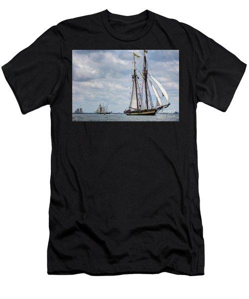 Schooner Pride Of Baltimore Men's T-Shirt (Athletic Fit)