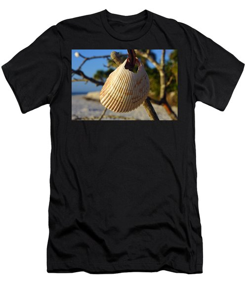 Cockelshell On Tree Branch Men's T-Shirt (Athletic Fit)