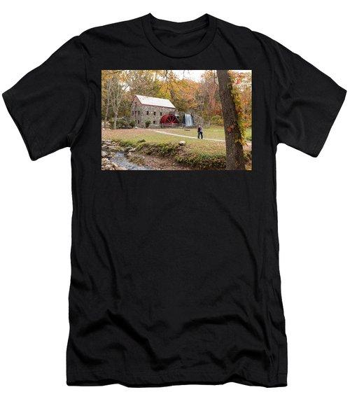Selfie In Autumn Men's T-Shirt (Athletic Fit)