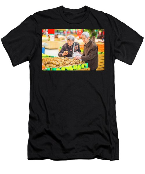 Senior Man And Woman Shopping Fruit Men's T-Shirt (Athletic Fit)