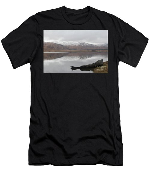 Ship Reck On Isle Of Mull Men's T-Shirt (Athletic Fit)