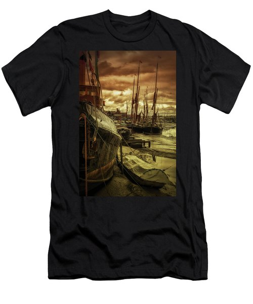 Ships From Essex Maldon Estuary Men's T-Shirt (Athletic Fit)