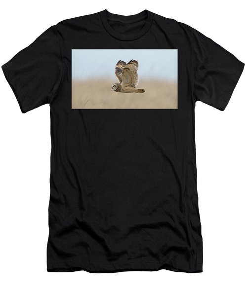 Short-eared Owl Hunting Men's T-Shirt (Athletic Fit)