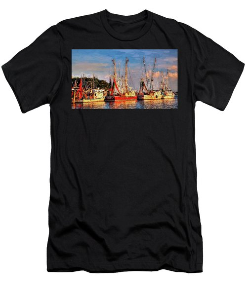 Shrimp Boats Shem Creek In Mt. Pleasant  South Carolina Sunset Men's T-Shirt (Athletic Fit)