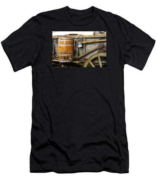Side View Of A Covered Wagon Men's T-Shirt (Slim Fit) by Linda Phelps