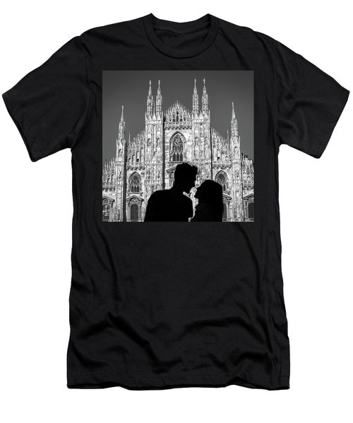 Silhouette Of Young Couple Kissing In Front Of Milan's Duomo Cathedral Men's T-Shirt (Athletic Fit)