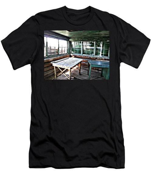 Skookum Butte Lookout Cabin  Men's T-Shirt (Athletic Fit)