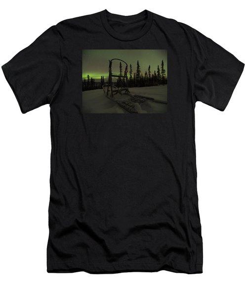 Sled Skeleton Aurora Men's T-Shirt (Athletic Fit)