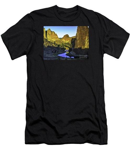 Smith Rock, Oregon Men's T-Shirt (Athletic Fit)