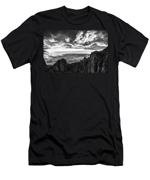 Smith Rock Skies Men's T-Shirt (Athletic Fit)